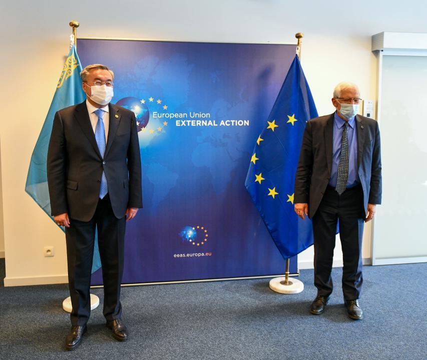 外交部长在布鲁塞尔举行一系列双边会谈