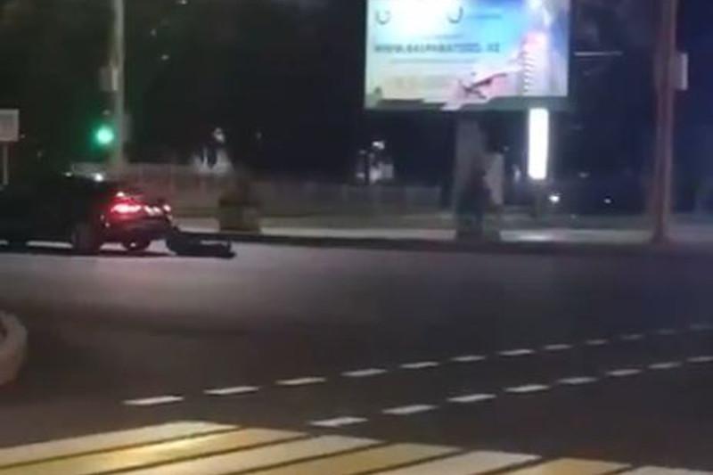 В Павлодаре человека тащили по дороге на легковом авто