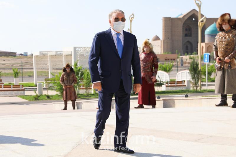 首任总统到访突厥斯坦市
