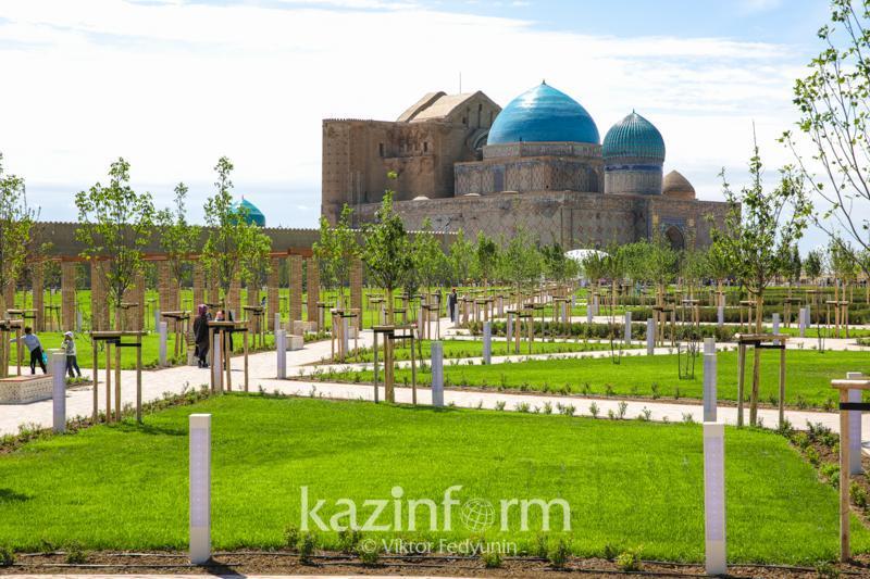 首任总统视察突厥斯坦市文化发展项目
