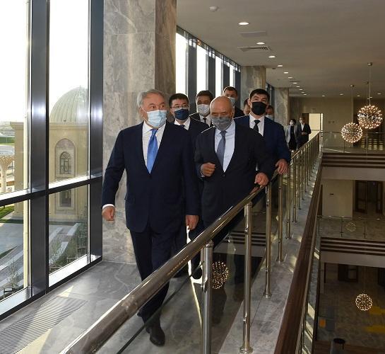 Елбасы посетил областную научно-универсальную библиотеку «Farab Library»