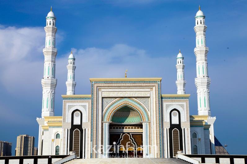 Праздничный намаз Ораза айт будет проводиться по всей стране во дворах мечетей