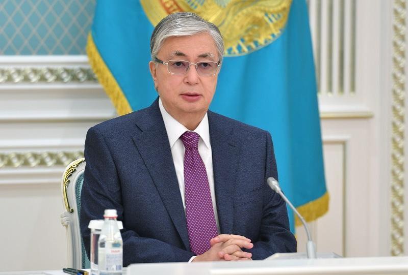 托卡耶夫总统向宪法委员会提出咨询