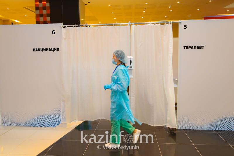 Еще в одном ТРЦ Нур-Султана развернули пункт вакцинации