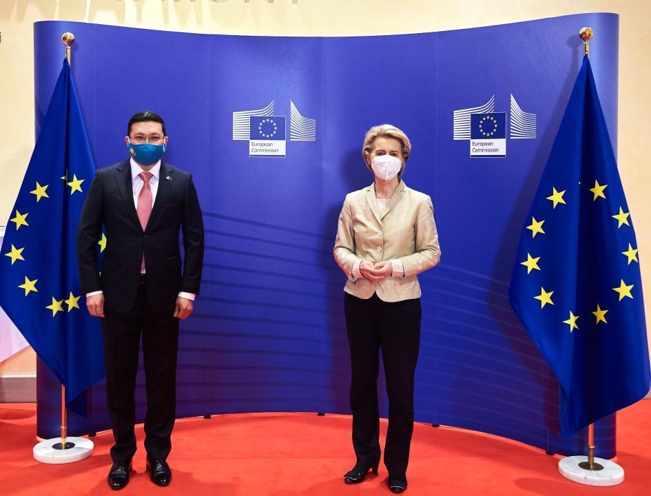 哈萨克斯坦大使向欧盟委员会主席递交国书