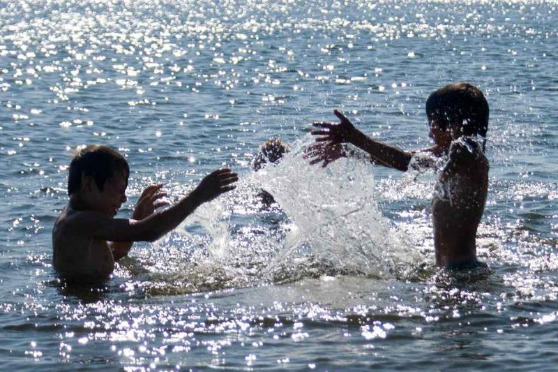 Правила безопасности на водоемах в купальный период напомнили астанчанам