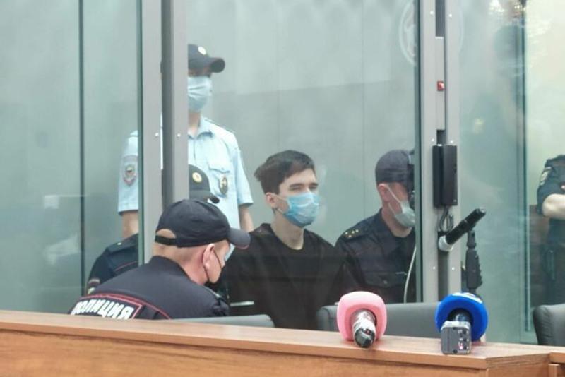 Суд отправил казанца, устроившего стрельбу в школе, на два месяца в СИЗО