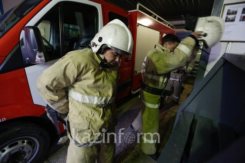 Трех человек спасли и 10 эвакуировали из-за замыкания в щитовой многоэтажки Усть-Каменогорска