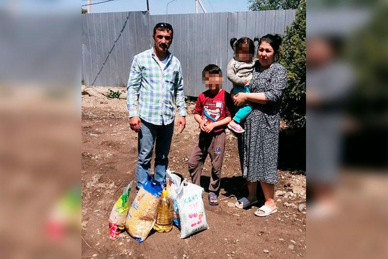 «Елбасы жылуы»: малоимущим раздали продукты питания в Алматы