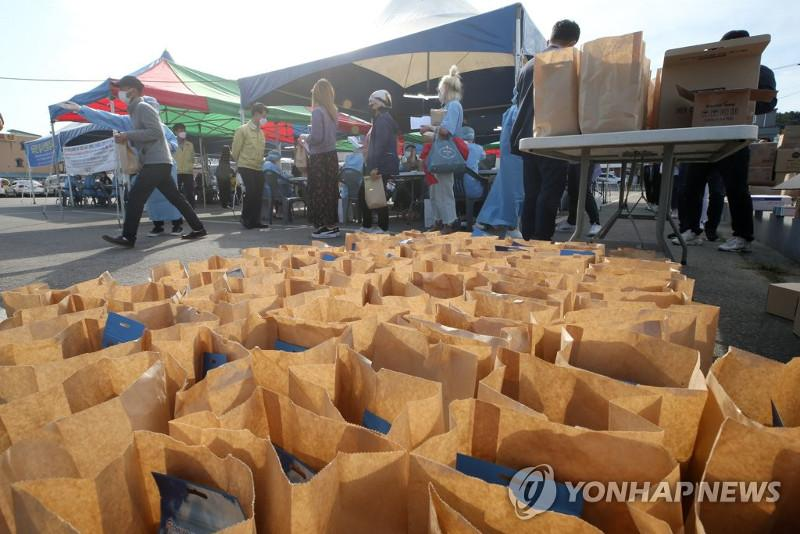 S. Korea: New cases rebound to over 700 amid little progress in vaccinations