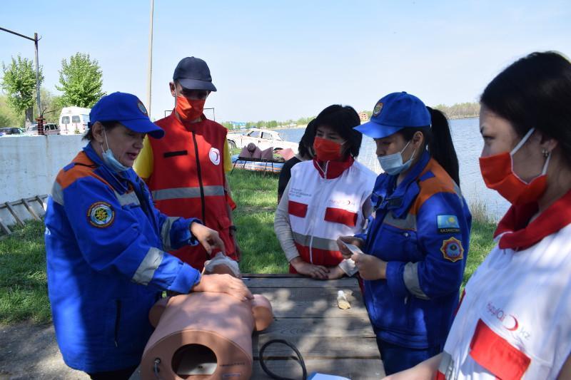 Қостанай облысында волонтерлер судан құтқару тәсілдерін үйренді