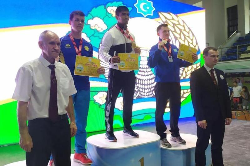 Карагандинские гиревики завоевали восемь медалей на соревнованиях в Ташкенте