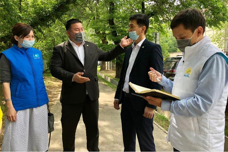 Халықтық бақылау өкілдері Алматыдағы мектеп құрылысын тексерді
