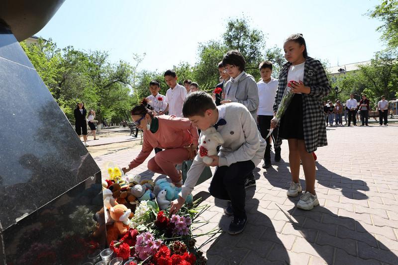 Байконурцы почтили память жертв теракта в Казани