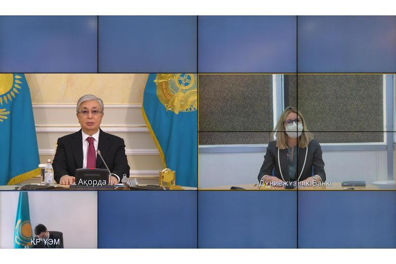 托卡耶夫总统与世行副行长举行视频会谈