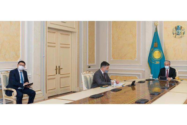 托卡耶夫总统听取央行行长工作汇报