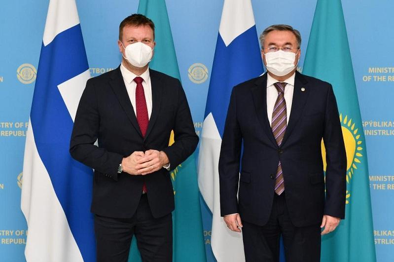 外交部长会见芬兰发展合作与对外贸易部部长