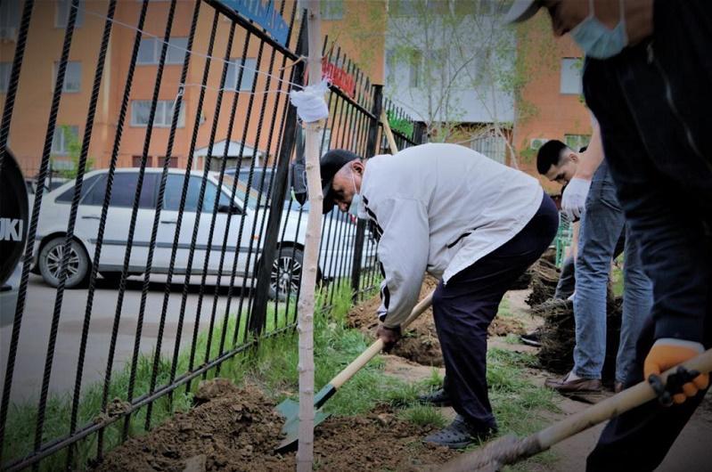 «Посади свое дерево»: жители столицы активно присоединяются к челленджу