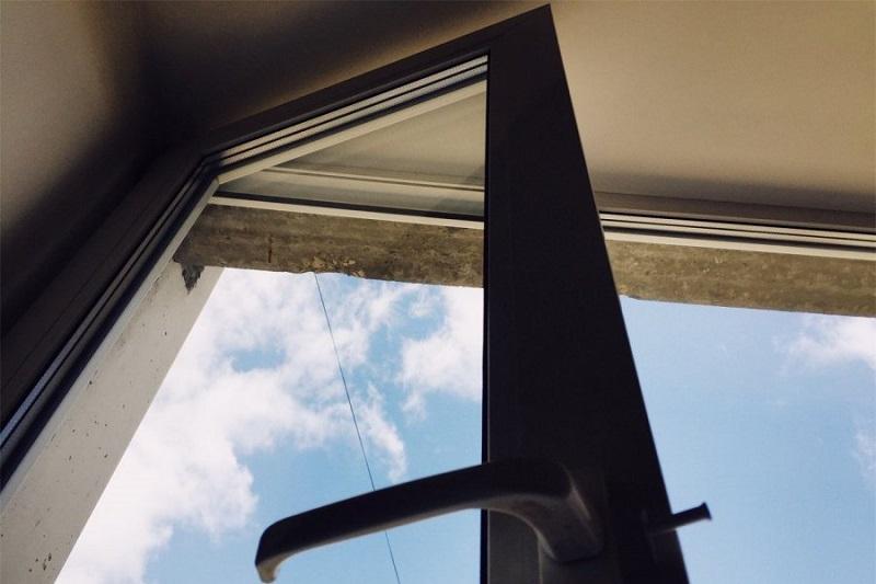 Ребенок разбился насмерть, выпав из окна седьмого этажа в Кокшетау