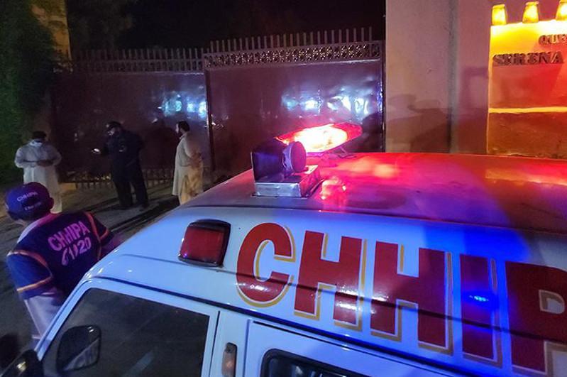 Пәкістанда фургон су арнасына құлап, 11 адам қаза тапты