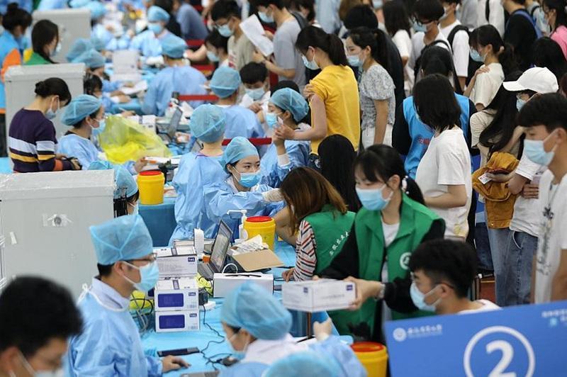 Қытайдағы коронавирус жұқтырудың жаңа оқиғалары тұрғындар арасында дүрбелең туғызды