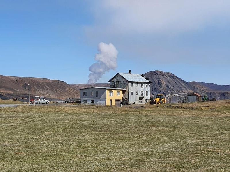 Исландияда янги уйғонган вулқон сотилмоқда