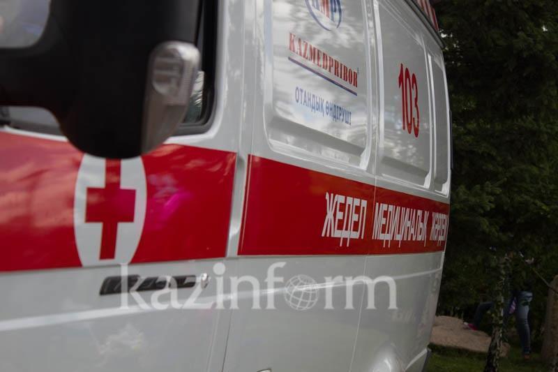 Труп мужчины обнаружили напротив ТРЦ в Алматы