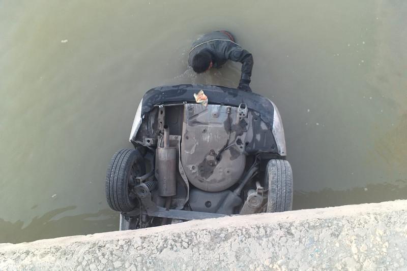 Қызылорда трассасында 5 адам мінген көлік каналға құлап кетті