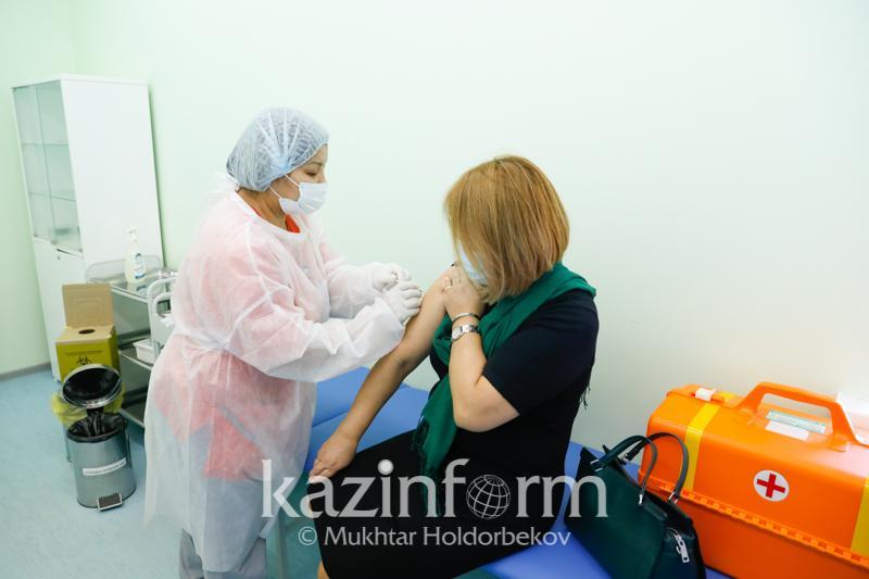Атырау облысында вакцина салдырған адамдар саны 44 мыңнан асты
