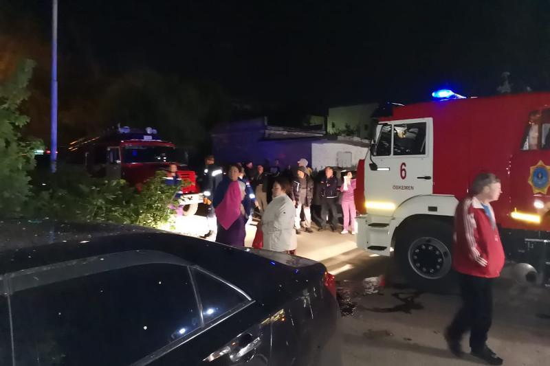 12 человек спасли при пожаре в Усть-Каменогорске