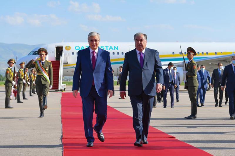 Касым-Жомарт Токаев прибыл с официальным визитом в Душанбе