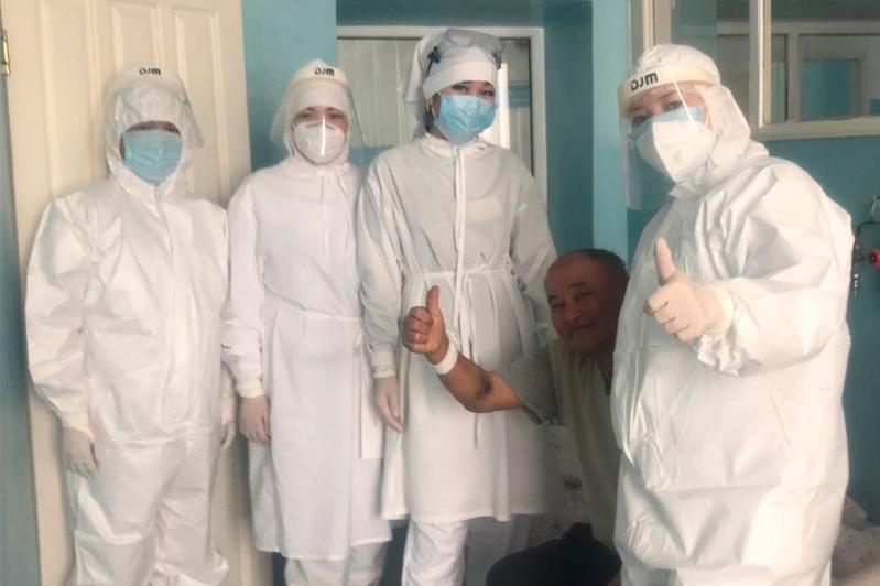 68-летнего пациента вылечили от COVID-19 в Жамбылской области