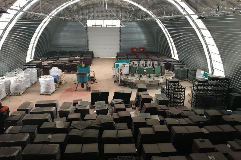Ескі көлік дөңгелектерінен өнім шығаратын Ақтөбедегі кәсіпорында 50-ге жуық адам жұмыс істейді
