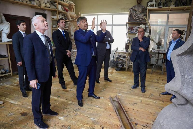 乌克兰哈尔科夫市将为哈萨克著名诗人阿拜设立雕像