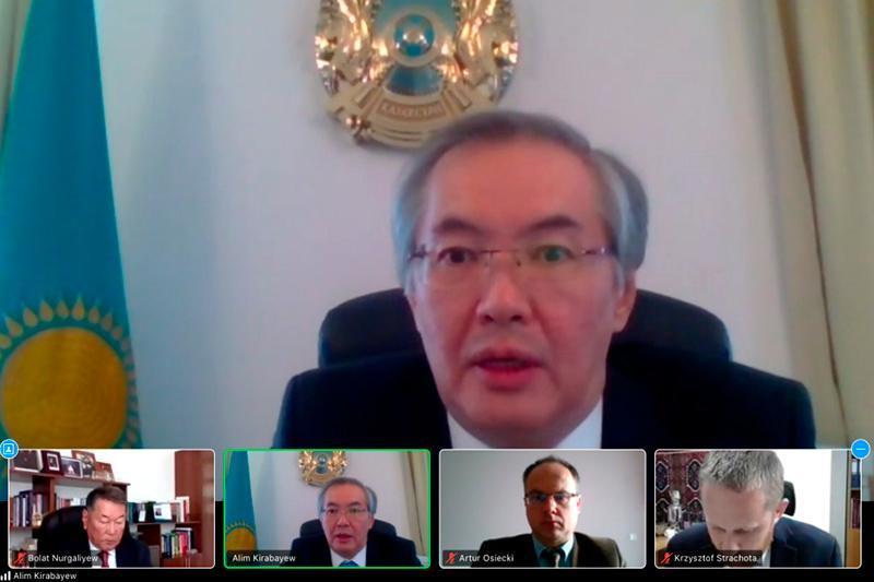 独立30周年:哈萨克斯坦与波兰举行线上研讨会