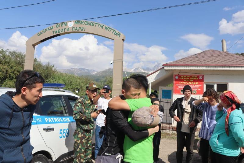 Найденных в горах Туркестанской области троих туристов эвакуировали