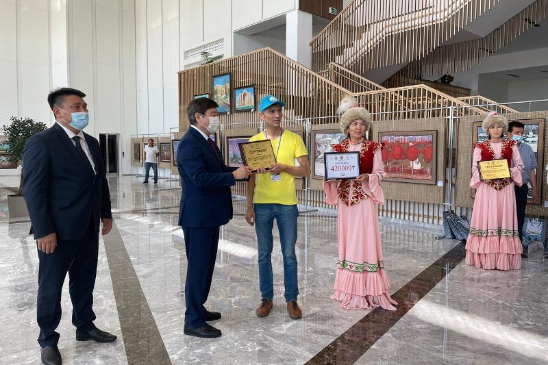 突厥语国家艺术画展在突厥斯坦开幕