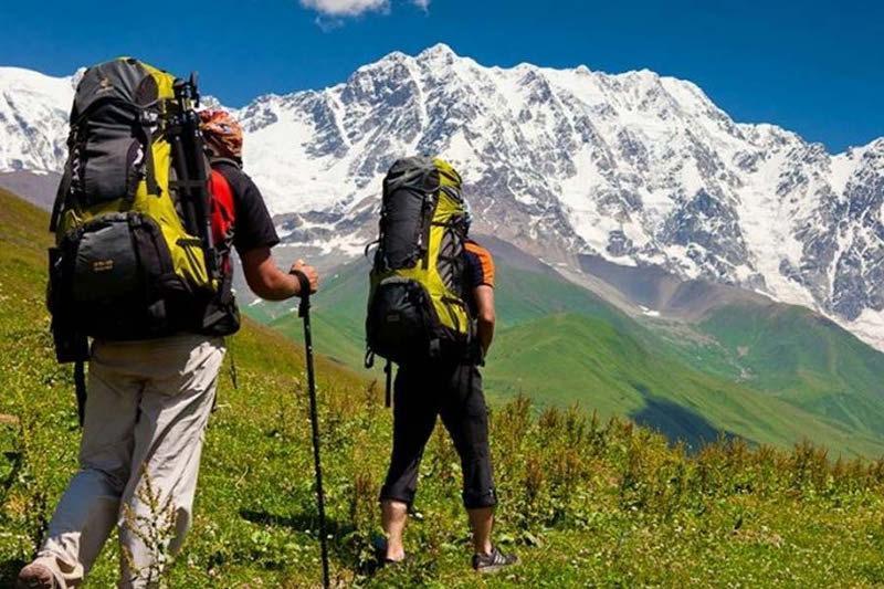Какие правила надо соблюдатьпри туристических поездках в горы, пояснили в МЧС