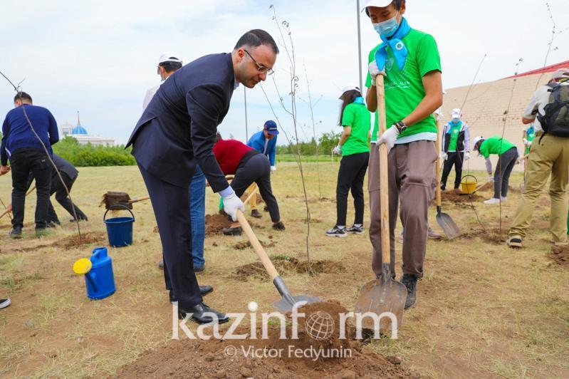 亚信会议秘书处举办植树活动 27个成员国大使参与