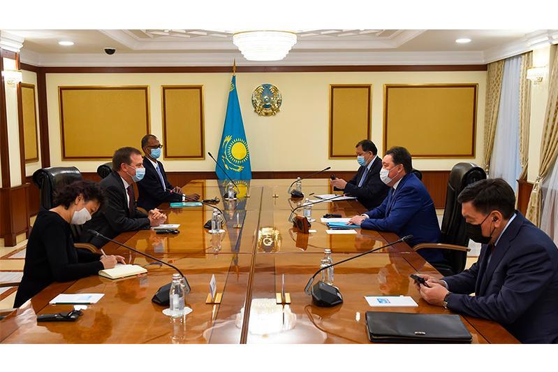 Аскар Мамин обсудил со старшим вице-президентом Exxon Mobil инвестпроекты в Казахстане