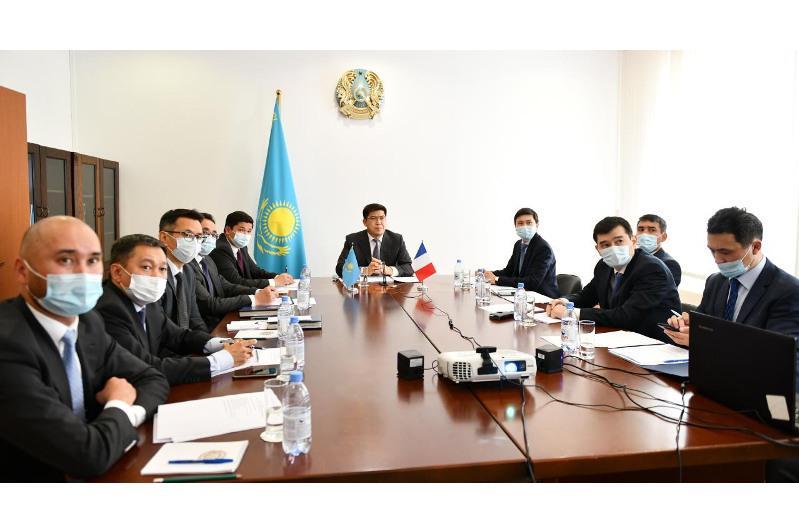 Казахстан и Франция провели межмидовские консультации