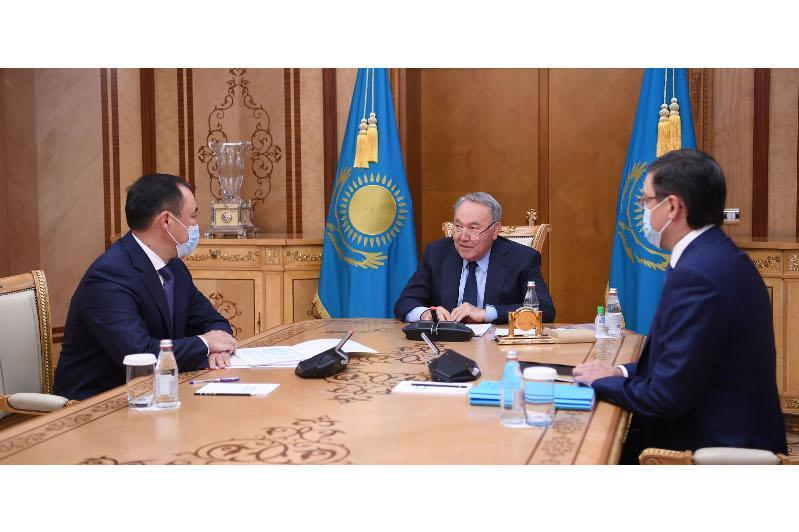 纳扎尔巴耶夫听取国家铁路公司工作汇报