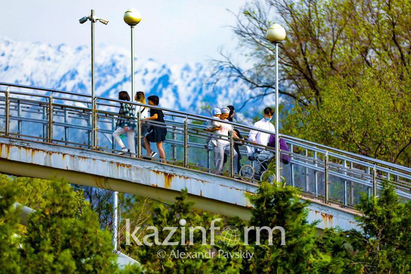 В какие казахстанские городачаще всего приезжают граждане Азербайджана
