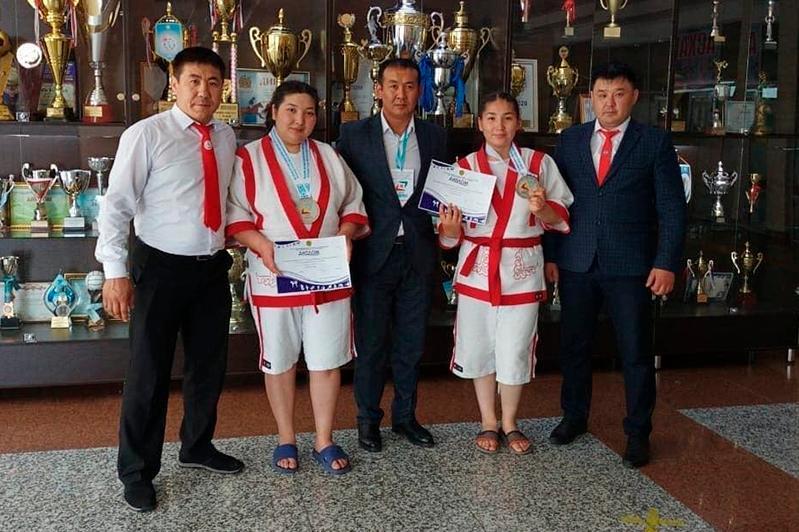 Акмолинские спортсменки завоевали два «серебра» Кубка Казахстана поқазақ күресі