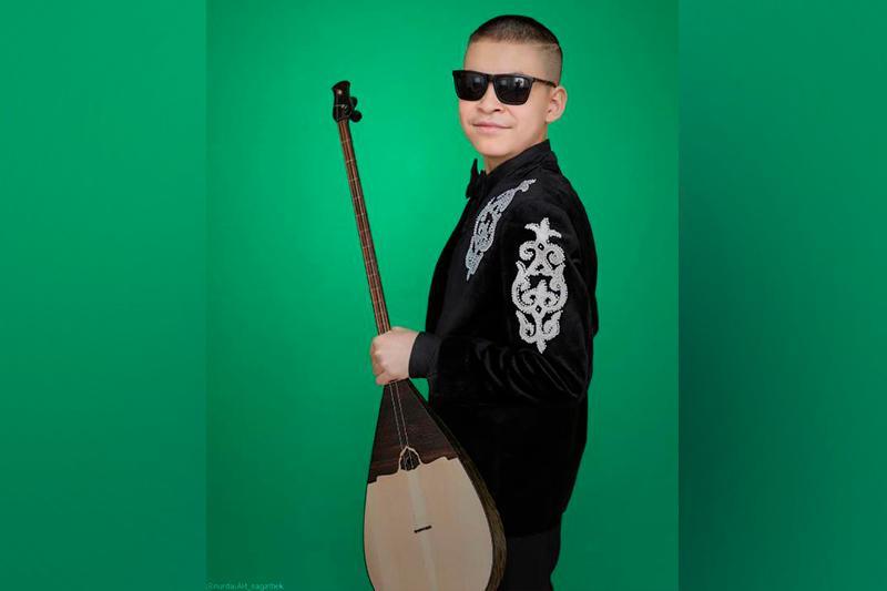 Гран-при международного фестиваля получил слабовидящий карагандинский домбрист