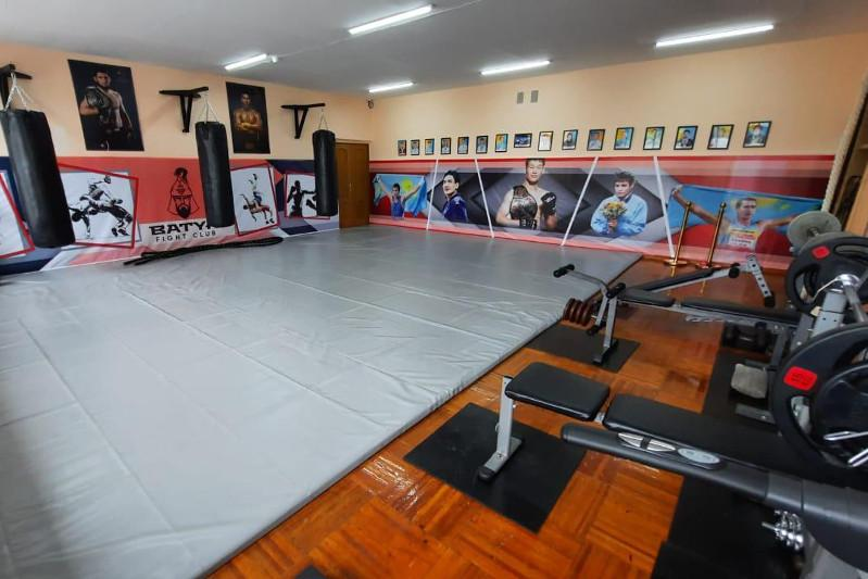 Спортзал оборудовали в детском доме в Караганде