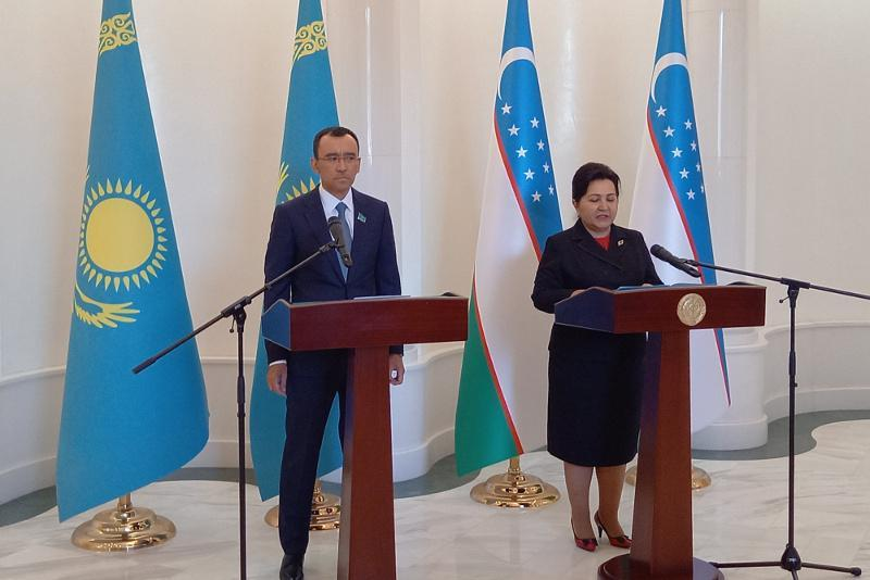 Kazakh, Uzbek parliaments sign Cooperation Roadmap in Tashkent