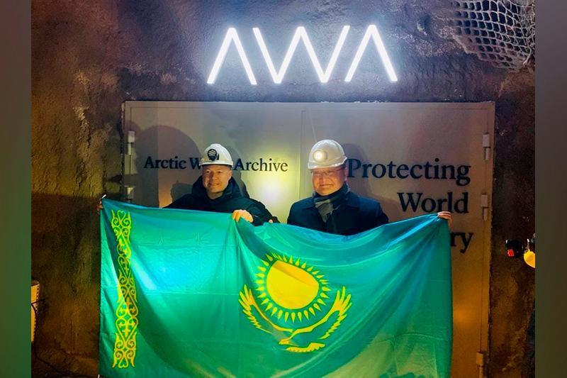 Государственные символы Казахстана помещены в Арктический мировой архив
