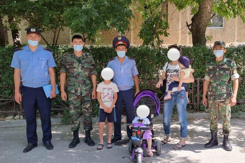 В Шымкенте полицейские провели рейд по профилактике падений детей из окон