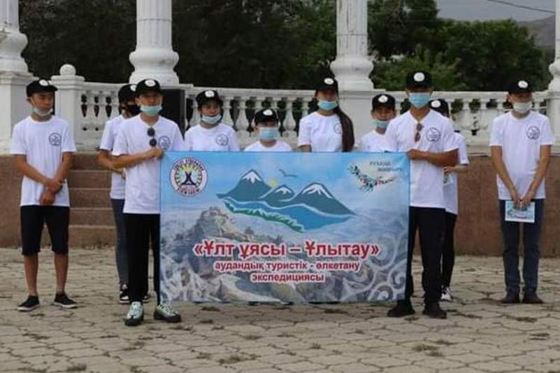 Школьники Улытауского района отправились в экспедицию по сакральным местам